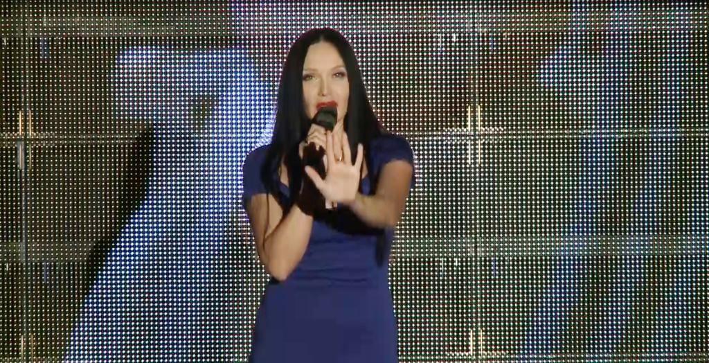 Певица Мира пообещала начать лето жарко